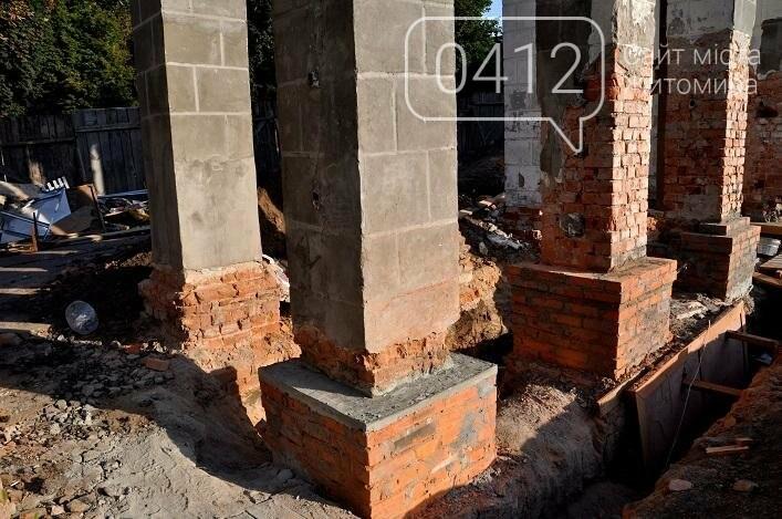 На стадіоні «Полісся» реставрують арку, в якій розміщуватиметься каса, фото-1