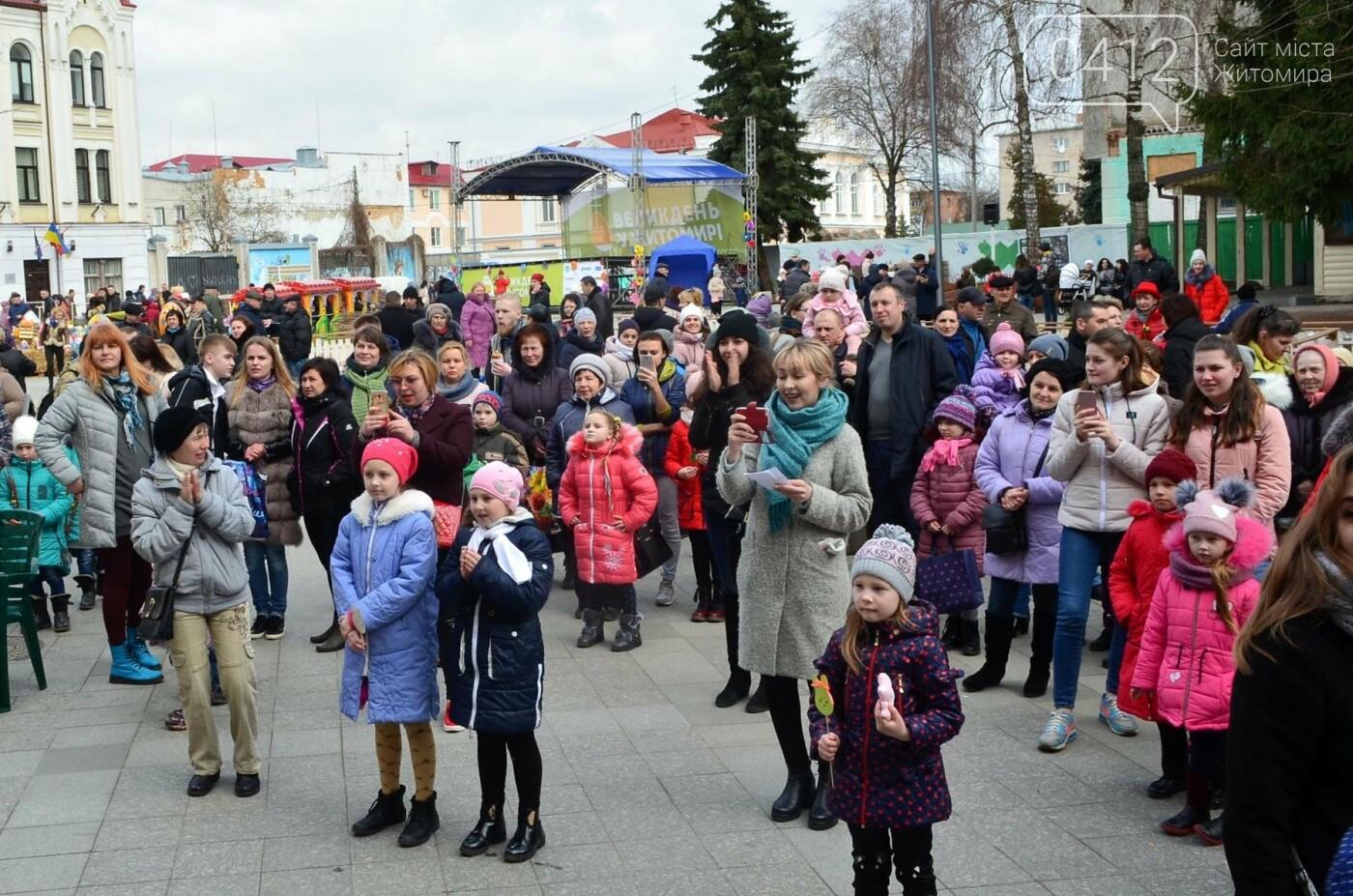 Ярмарок, фотолокації та розваги: у Житомирі розпочалися Великодні святкування, фото-6