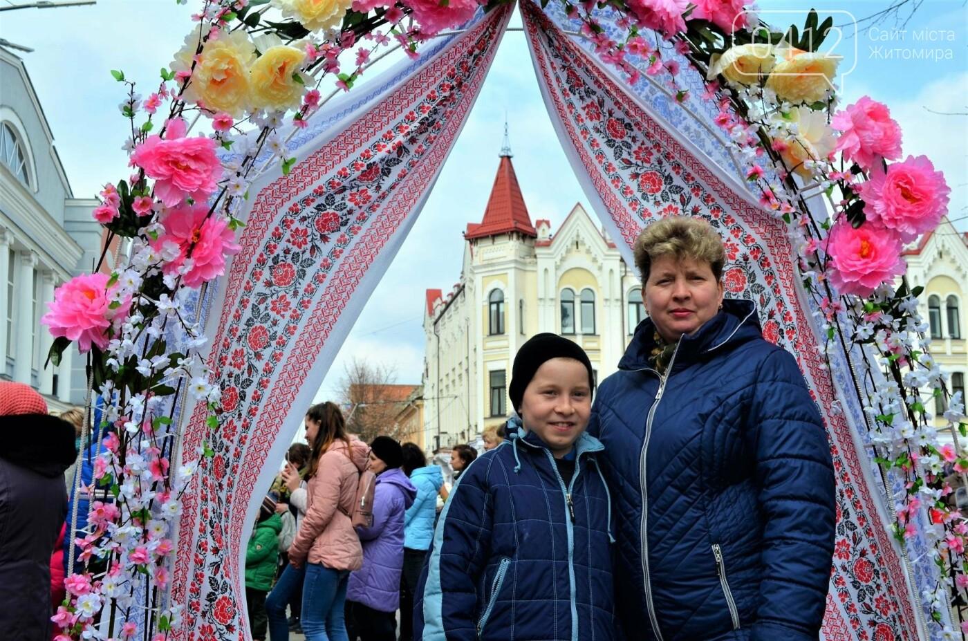 Ярмарок, фотолокації та розваги: у Житомирі розпочалися Великодні святкування, фото-11