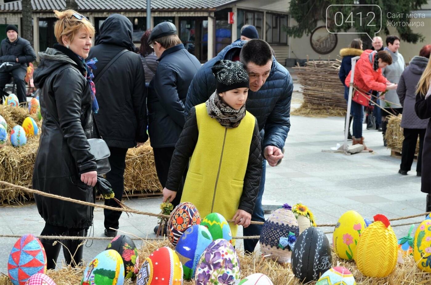 Ярмарок, фотолокації та розваги: у Житомирі розпочалися Великодні святкування, фото-5