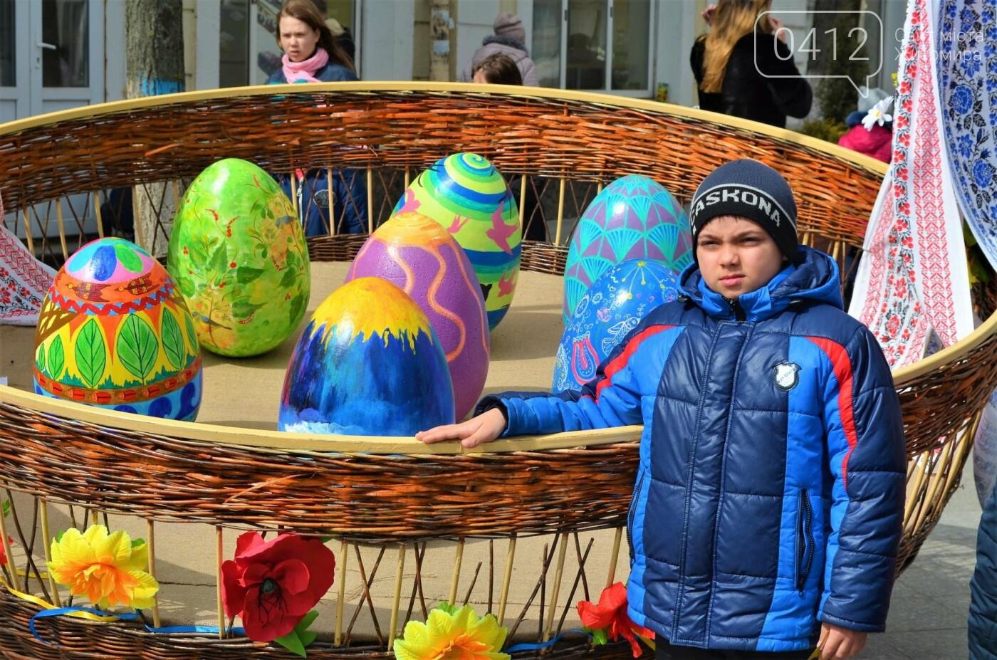 Ярмарок, фотолокації та розваги: у Житомирі розпочалися Великодні святкування, фото-12