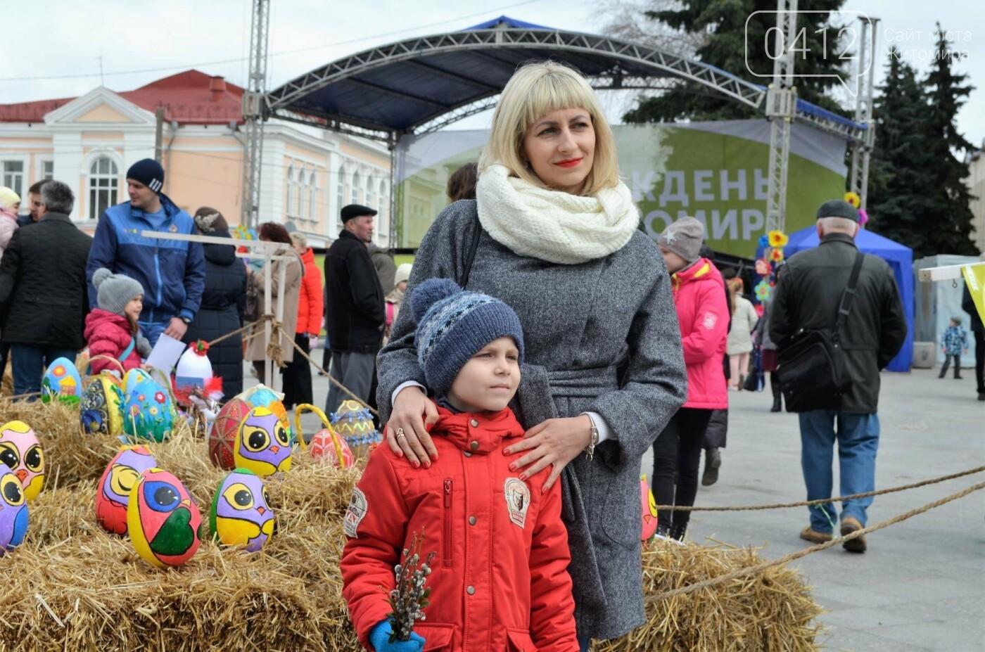 Ярмарок, фотолокації та розваги: у Житомирі розпочалися Великодні святкування, фото-4