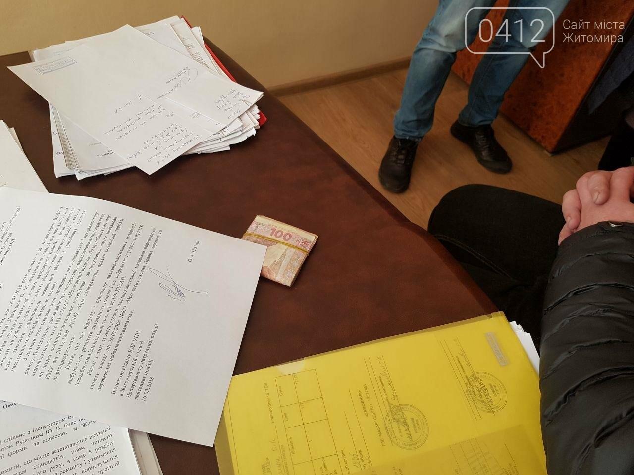 Хабар не пройшов: у Житомирі чоловік намагався підкупити начальника відділу безпеки дорожнього руху, фото-2