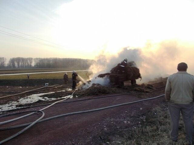 В Овручі загорілась вантажівка з соломою, фото-2