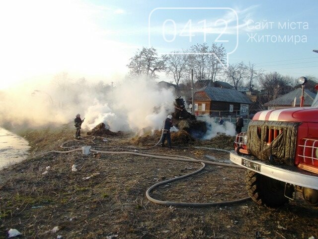 В Овручі загорілась вантажівка з соломою, фото-5