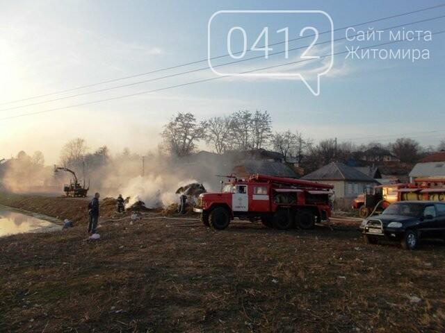 В Овручі загорілась вантажівка з соломою, фото-6