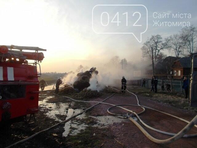 В Овручі загорілась вантажівка з соломою, фото-7