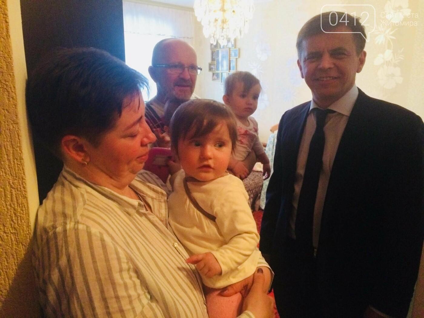 У Житомирі депутати виділили кошти на ремонт квартири для родини загиблого «кіборга», фото-3