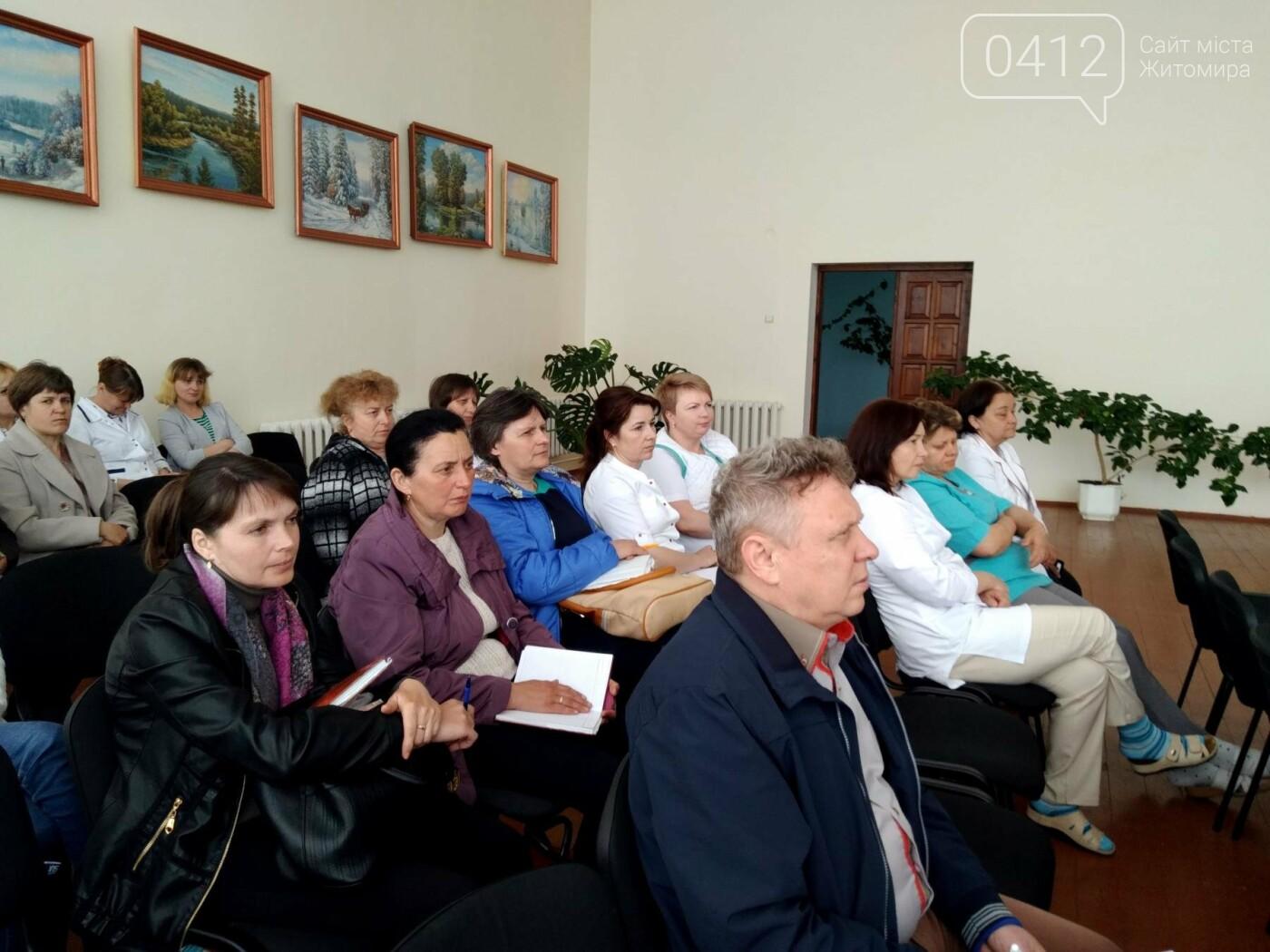 На Житомирщині лікарі обласного онкодиспансеру проводять виїзні медичні огляди населення, фото-2