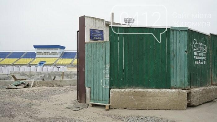 На стадіоні «Полісся» працюють над тренерською та тенісними кортами, фото-1
