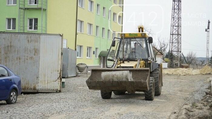 На стадіоні «Полісся» працюють над тренерською та тенісними кортами, фото-2