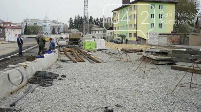 На стадіоні «Полісся» працюють над тренерською та тенісними кортами, фото-10