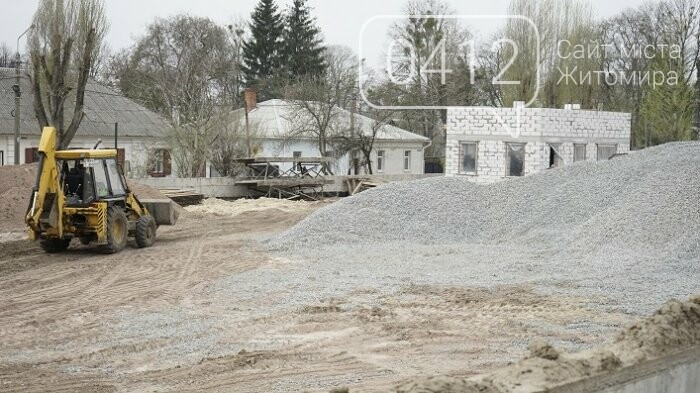 На стадіоні «Полісся» працюють над тренерською та тенісними кортами, фото-11