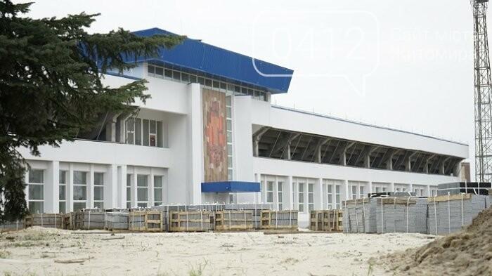На стадіоні «Полісся» працюють над тренерською та тенісними кортами, фото-7
