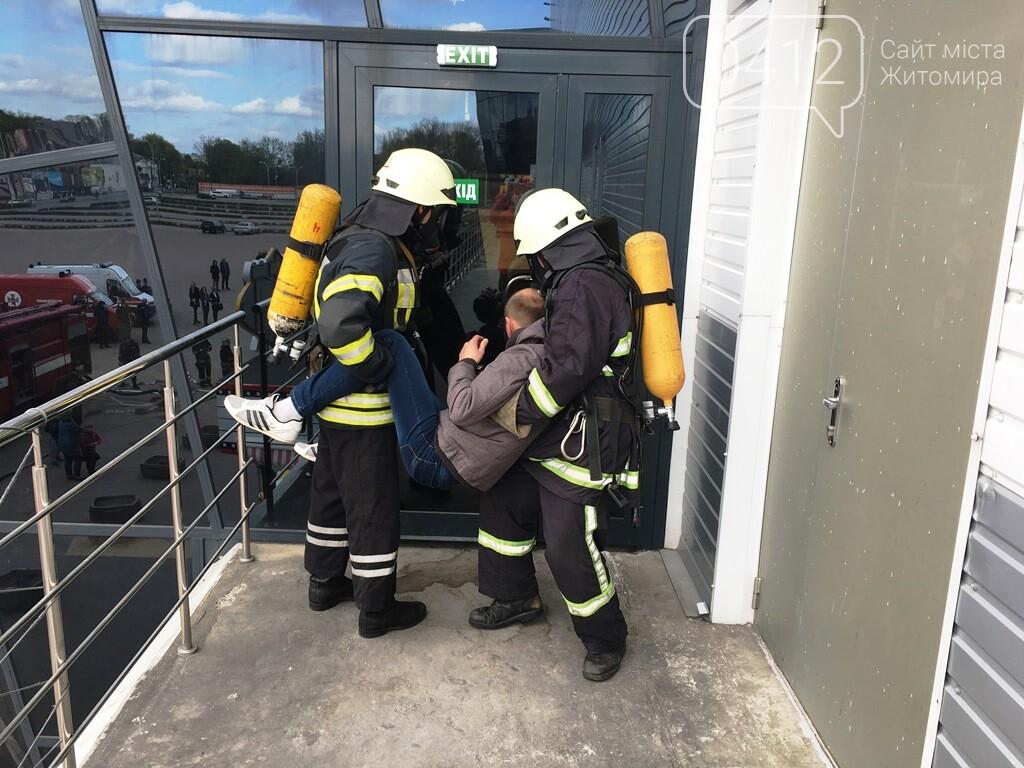 Житомирські вогнеборці ліквідували умовну пожежу в кінотеатрі «Мультиплекс», фото-1