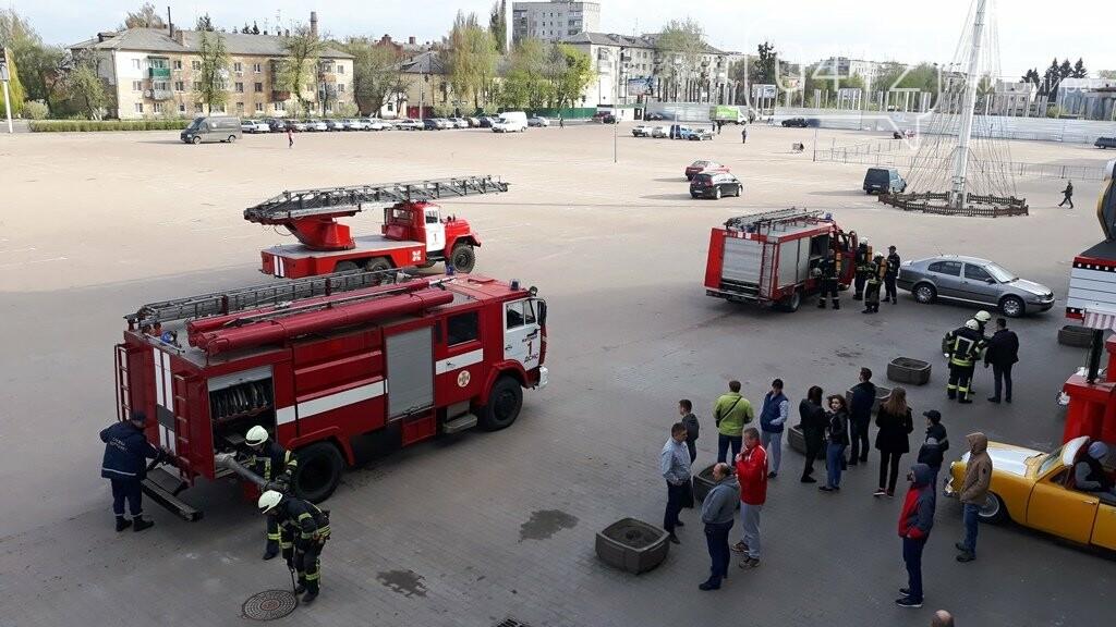 Житомирські вогнеборці ліквідували умовну пожежу в кінотеатрі «Мультиплекс», фото-2