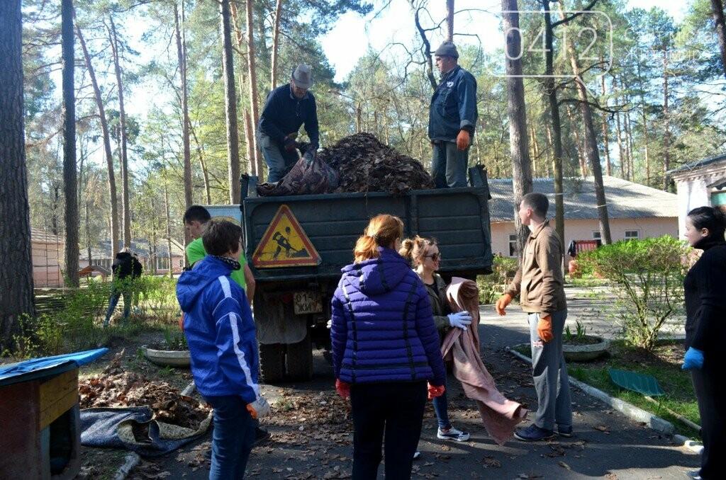 Житомирський виконком прибирав територію дитячого табору «Супутник», фото-6