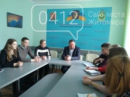 Майбутні медики Житомирщини переймали досвід у посадовців області, фото-3