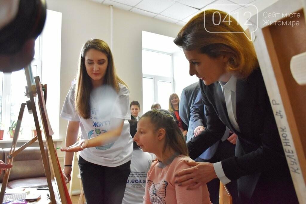Марина Порошенко у Житомирі долучилися до флешмобу «Lots of Socks», фото-4