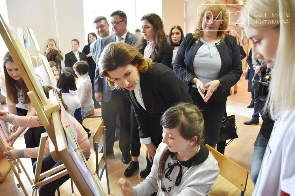 Марина Порошенко у Житомирі долучилися до флешмобу «Lots of Socks», фото-1