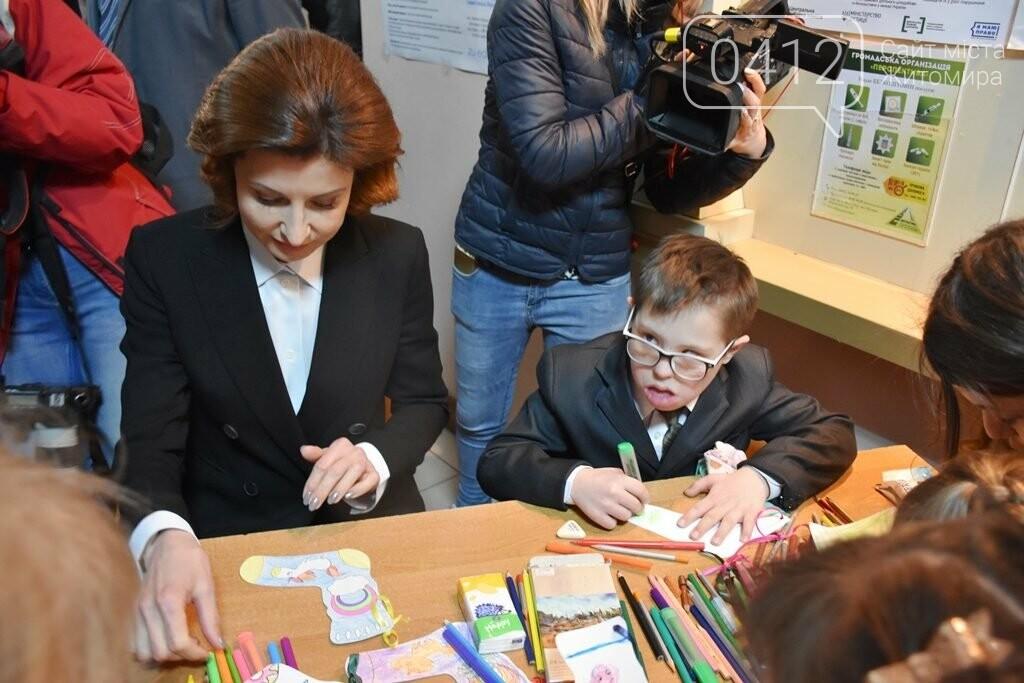 Марина Порошенко у Житомирі долучилися до флешмобу «Lots of Socks», фото-2