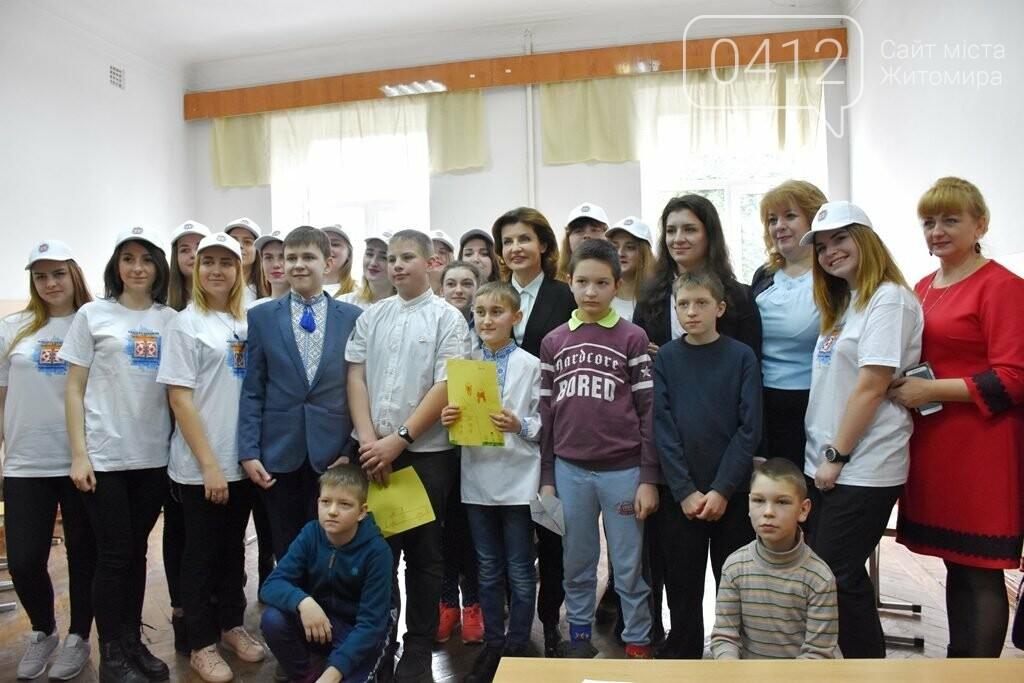 Марина Порошенко у Житомирі долучилися до флешмобу «Lots of Socks», фото-3