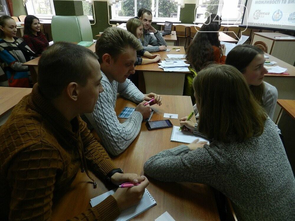 Молодь Житомирщини дебатувала про можливості та виклики децентралізації, фото-1