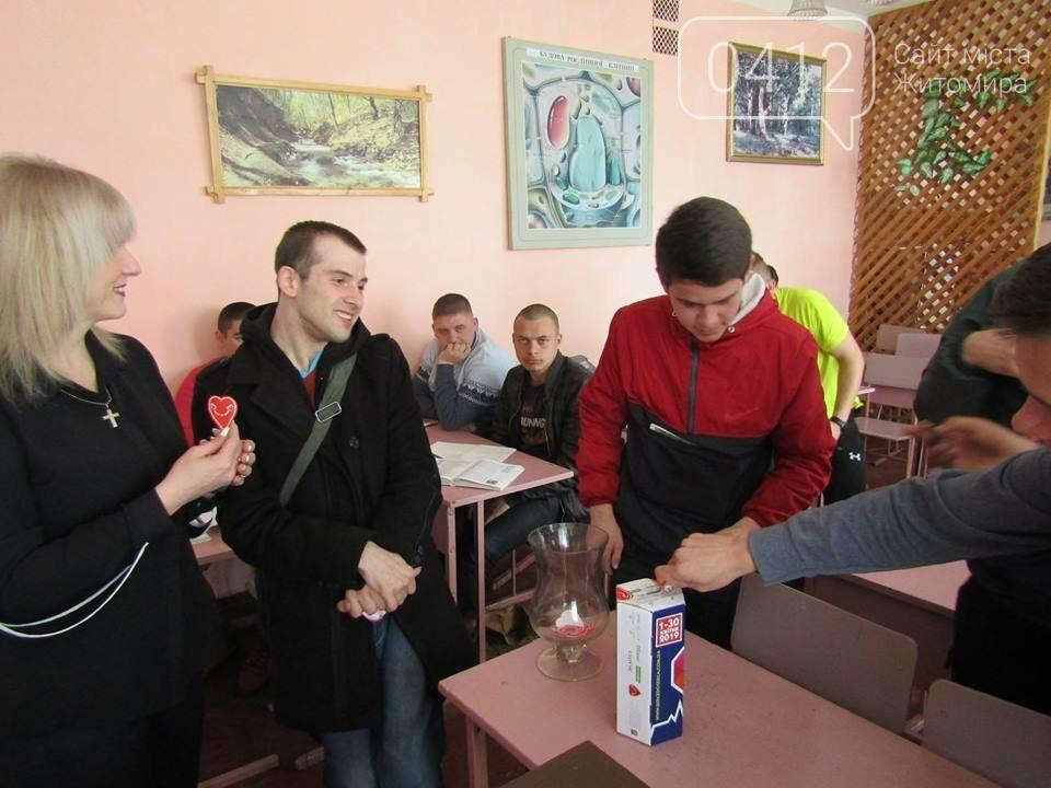 Житомирські волонтери збирали кошти на медичне обладнання, фото-3