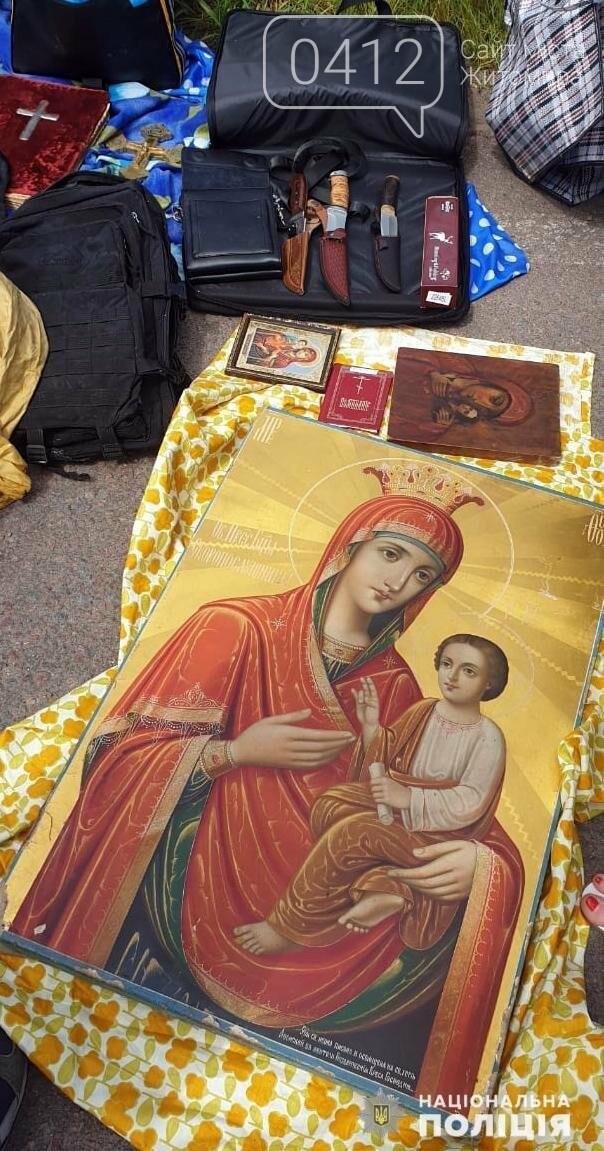 У Житомирській області затримали чоловіка, що викрадав ікони по церквах України, фото-7