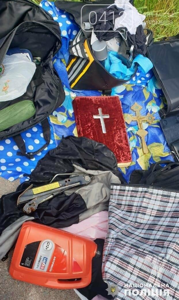 У Житомирській області затримали чоловіка, що викрадав ікони по церквах України, фото-5