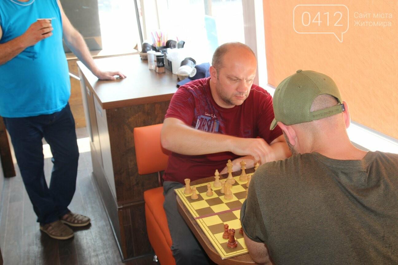 У Житомирі відбувся шаховий бліц-турнір в кава-бусі, фото-2