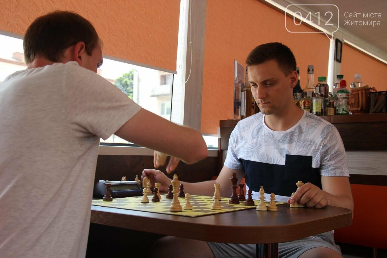 У Житомирі відбувся шаховий бліц-турнір в кава-бусі, фото-3