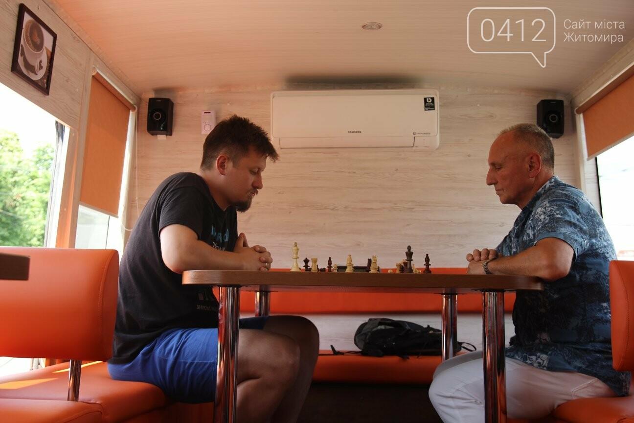 У Житомирі відбувся шаховий бліц-турнір в кава-бусі, фото-5