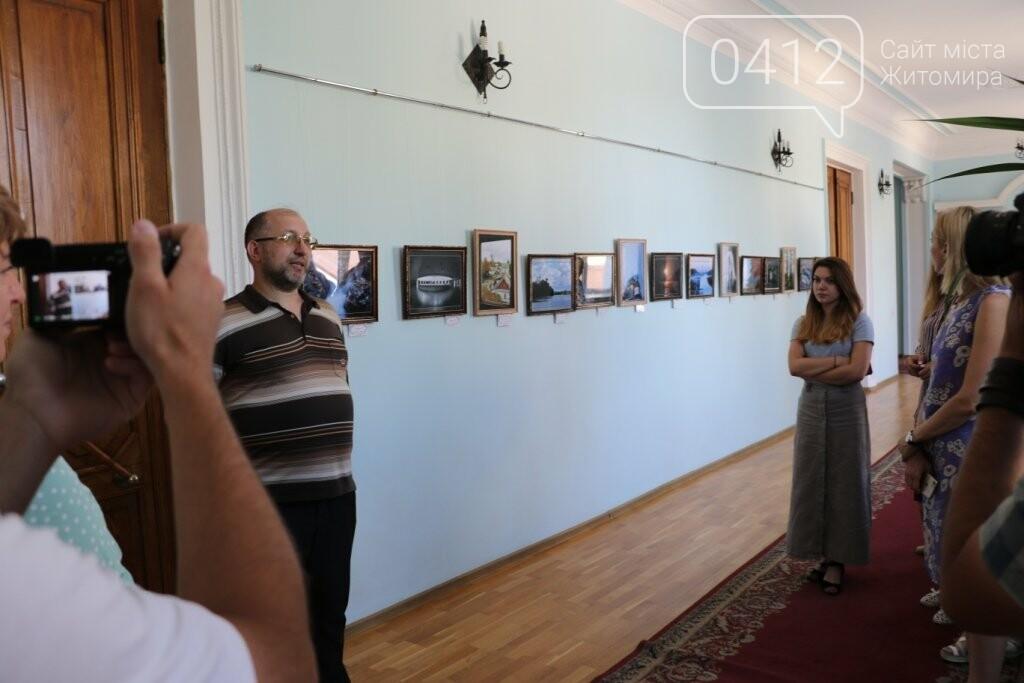 У Житомирській міській раді відкрилась фотовиставка, фото-1