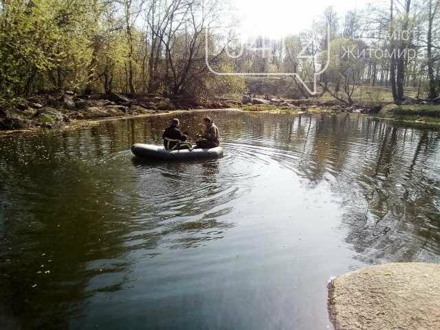 На Житомирщині рятувальники дістали з річки загиблого чоловіка, фото-1