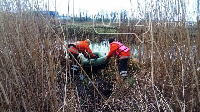У Житомирській області рятувальники дістали з ріки тіло пенсіонерки, фото-2