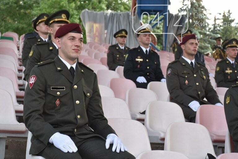 170 випускників Житомирського військового інституту отримали звання лейтенантів, фото-10