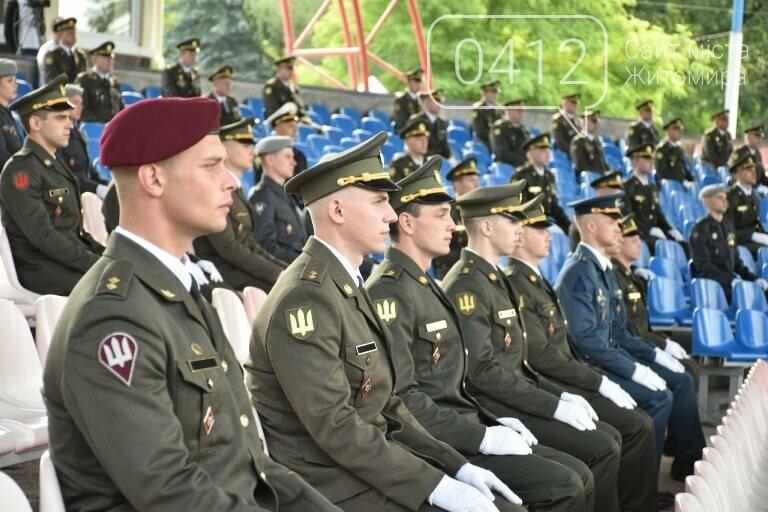 170 випускників Житомирського військового інституту отримали звання лейтенантів, фото-11