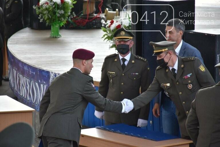 170 випускників Житомирського військового інституту отримали звання лейтенантів, фото-14