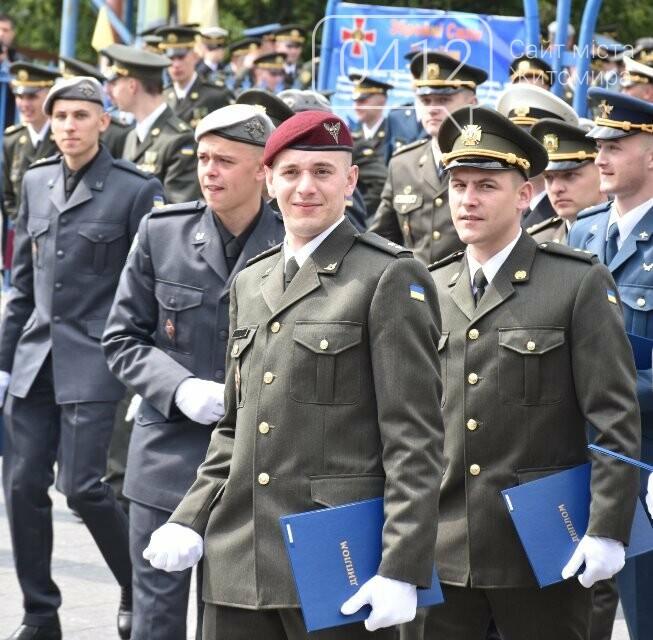 170 випускників Житомирського військового інституту отримали звання лейтенантів, фото-16