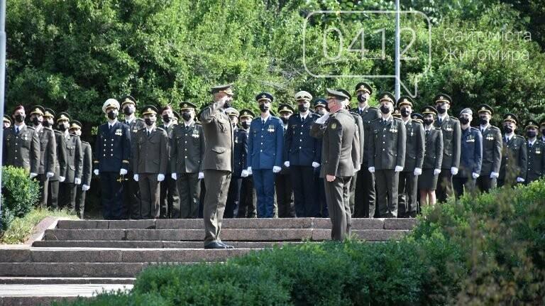 170 випускників Житомирського військового інституту отримали звання лейтенантів, фото-3