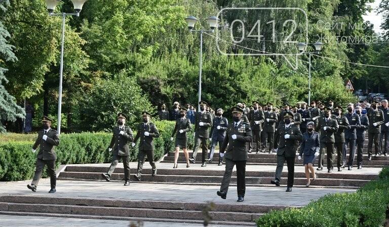 170 випускників Житомирського військового інституту отримали звання лейтенантів, фото-4