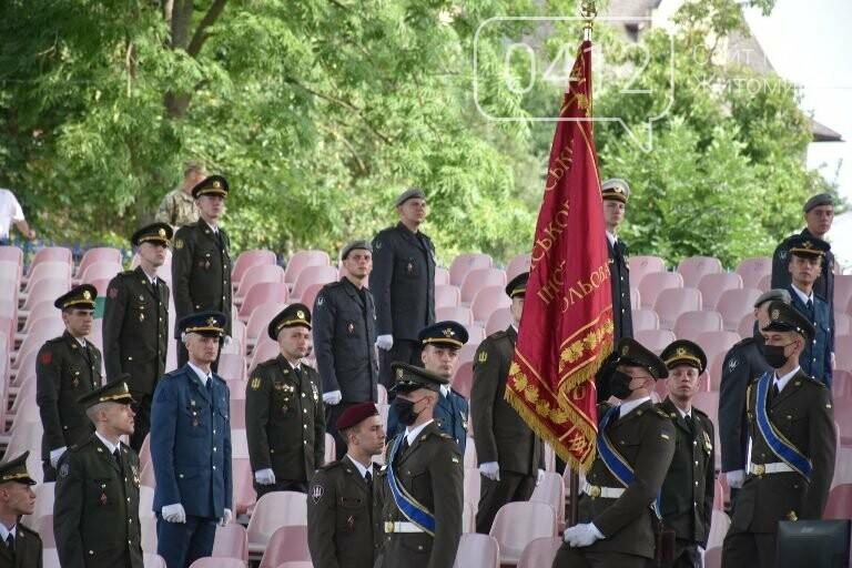 170 випускників Житомирського військового інституту отримали звання лейтенантів, фото-9