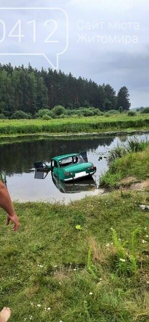На Житомирщині дістали з річки автомобіль із загиблим водієм, фото-1