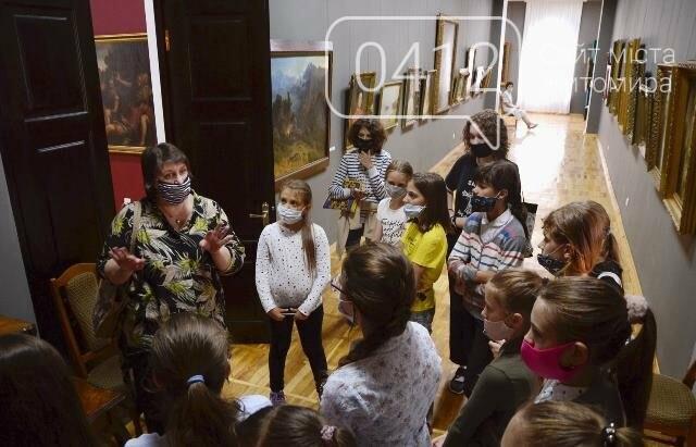 Учням художньої школи в Житомирі провели урок з Історії мистецтв» в картинній галереї краєзнавчого музею, фото-4