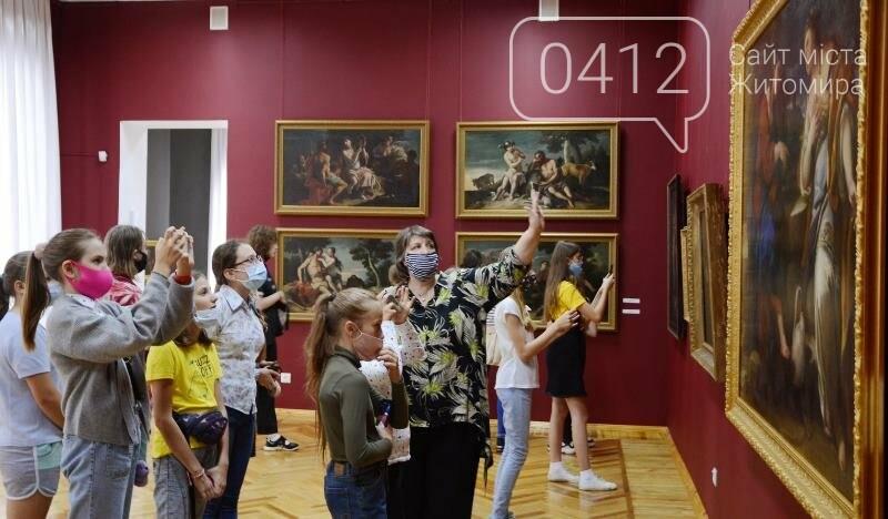 Учням художньої школи в Житомирі провели урок з Історії мистецтв» в картинній галереї краєзнавчого музею, фото-1