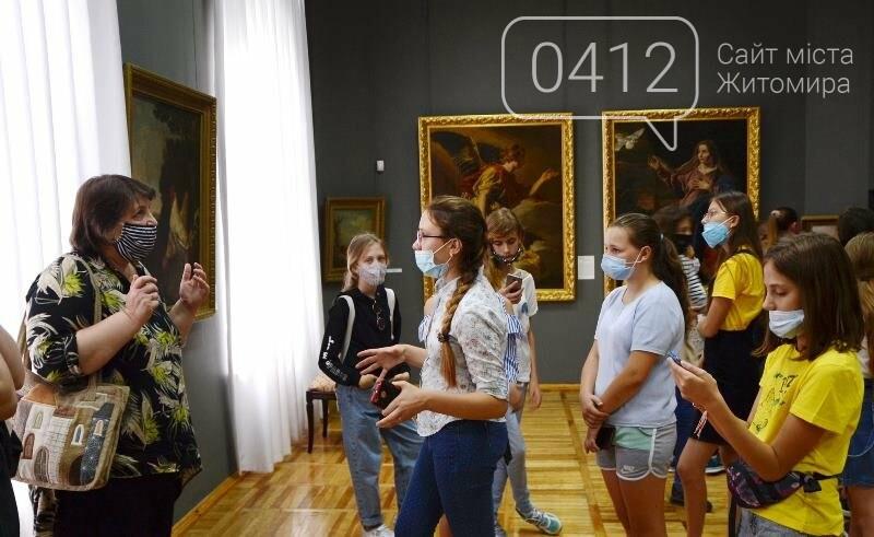 Учням художньої школи в Житомирі провели урок з Історії мистецтв» в картинній галереї краєзнавчого музею, фото-2
