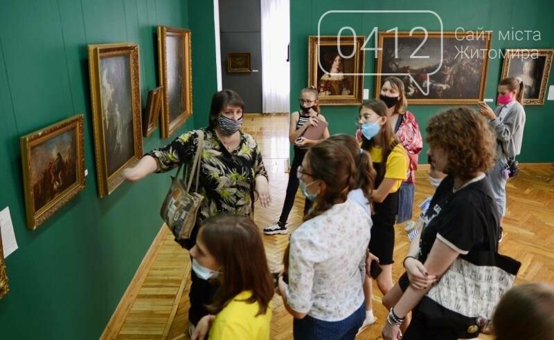 Учням художньої школи в Житомирі провели урок з Історії мистецтв» в картинній галереї краєзнавчого музею, фото-3