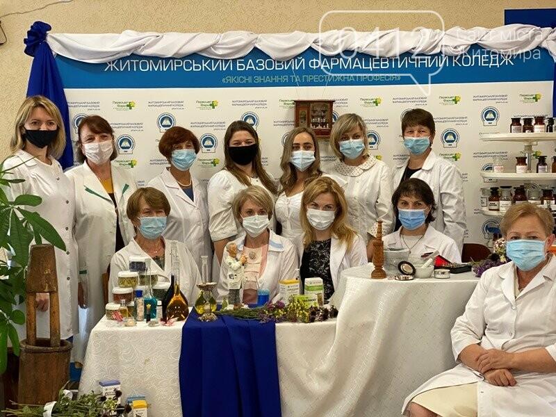 У Житомирському коледжі відзначили День фармацевтичного працівника України. ФОТО, фото-4