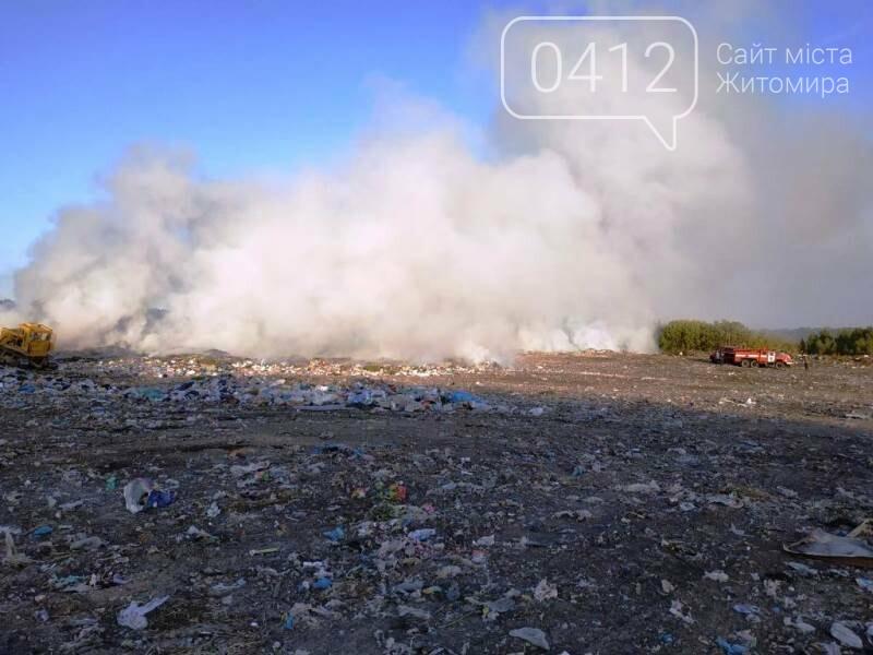 Вогонь будь-яку мить міг перекинутися на ліс: В Овручі загорілося сміттєзвалище площею 400 кв.м., фото-2